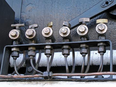 給油装置(試験弁)