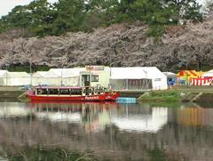 「岡崎城下舟遊び」の舟