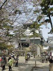 岡崎城正面